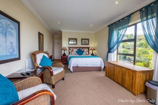 Suite 4 is on the upper level with fantastic views over the Lagoon facing the Heads.